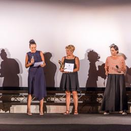 Teresa Sala ritira il premio per BEN all'Ortigia Film Festival